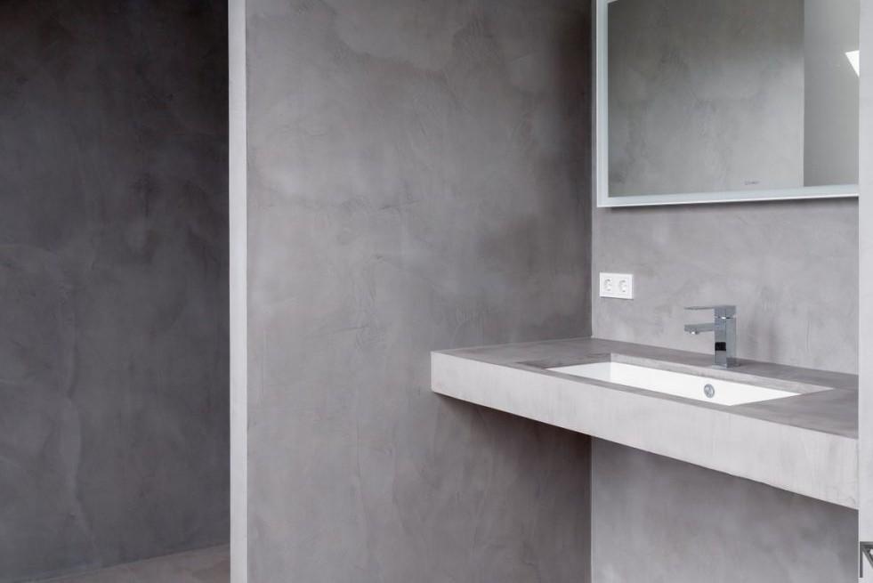 Łazienka bez płytek? Tak, to możliwe