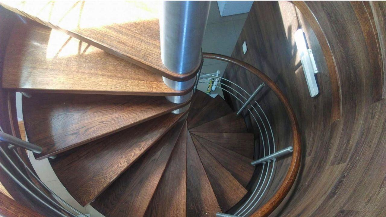 Panele winylowe na schody- klasyczny wygląd naturalnego drewna